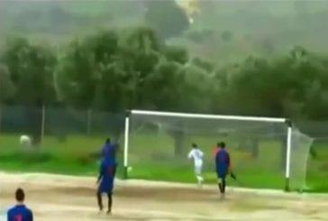 Résultats de tir de football affichent quatre fois