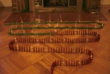 Grande chenille de dominos pour noël