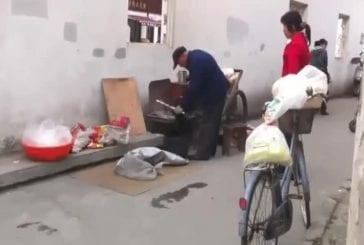 Technique chinoise pour cuire du pop-corn dans la rue