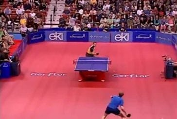 Incroyable trajectoire de balle au tennis de table