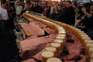 Servir 100 saké en mode domino à Santa Cruz Californie