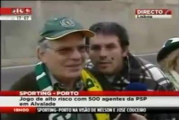 Un mec ultra lourd derrière un journaliste