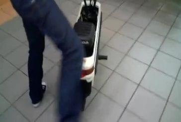 Mallette se transforme en moto Honda