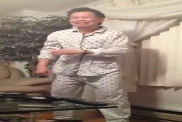 Papa asiatique se déchaîne sur un jeu patriotique