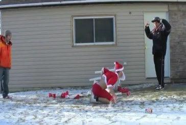 Père Noël tombe sur table de bière pong
