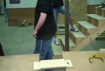 Se fracasser la tête sur un morceau de bois