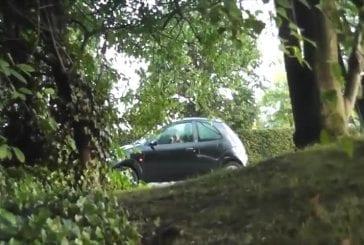 Faire peur aux gens en entrant dans leur voiture par erreur