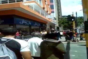 Jonglerie machette dans les rues de Bogota