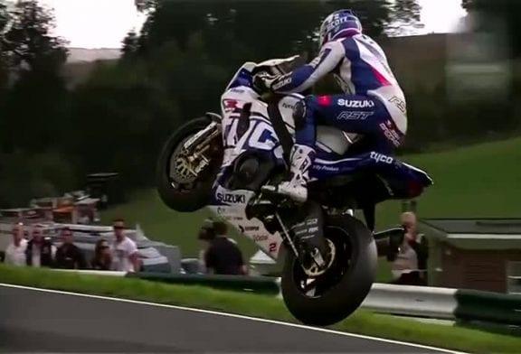Faire voler une moto Superbike durant la course