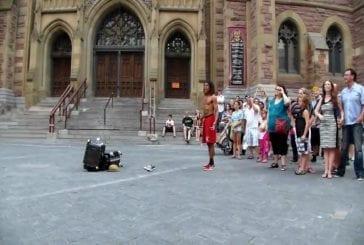 Artiste de rue amusant à Montreal