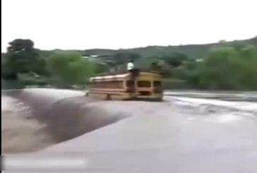 Fou chauffeur de bus scolaire