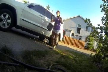 Conduisait la voiture de rc avec vue à la première personne