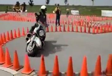 Moto flic ne frappe pas un seul cône sur