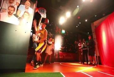 Jeremy Lin agissant comme une figure de cire