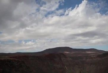 F18 avions de combat survolant la vallée de la mort