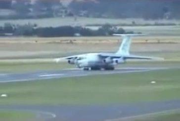 Avion-cargo russe a besoin de plus la piste