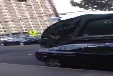 Banalisés dommages speed bump dizaines de voitures