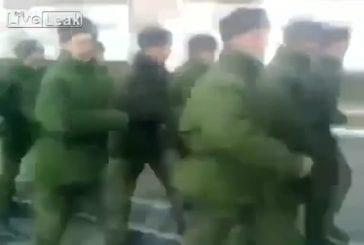 Armée russe chanter le thème de bob l'éponge chanson