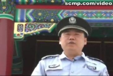 Garde chinois parle avec un accent de New York