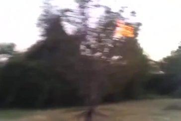 Réel maison lance-flammes de sac à dos