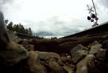 GoPro assis sous un train de 75 mph