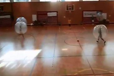 Football en salle avec bulle de protection