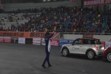 Serré record du stationnement en parallèle brisé par porcelaines han yue