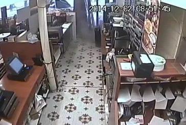 Terrible accident de voiture dans une pâtisserie
