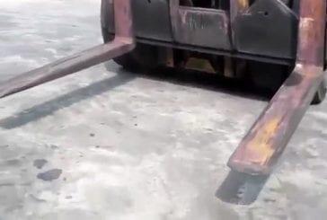 Précision incroyable avec un énorme bulldozer