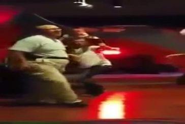 Vieil homme tue sur la piste de danse