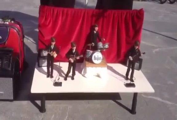 Beatles étonnantes marionnettes de rue