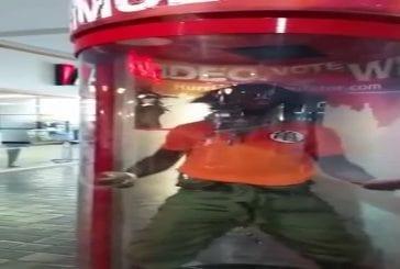 Super Sayian trois dans un simulateur commercial des ouragans