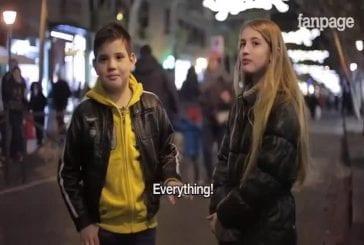 Comment les enfants réagissent à être dit de frapper une fille