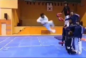 Quatre coups de pied dans un saut