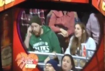 Benny le taureau Cam Kiss vole la petite amie de fan celtique