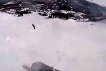 Snowboardeur s'écrase sur un skieur