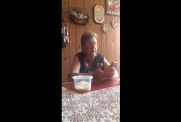 Grand-mère de l'Italie tente d'utiliser Siri