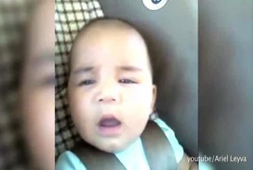 Visages de bébé dans un tunnel