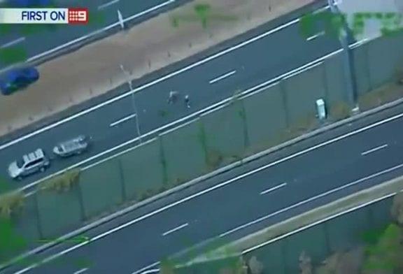 Chauffard écrasé sur l'autoroute australienne