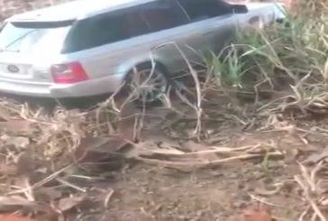 Jeep coincée dans une pente