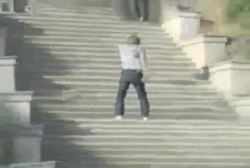 Une terrible chute d'escalier