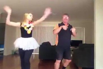 Apprendre à son père une danse sexy